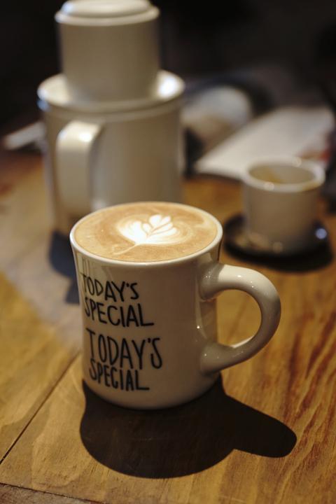 OFFLINE CAFE 離線咖啡 - Not Just a Visitor 不只是過客